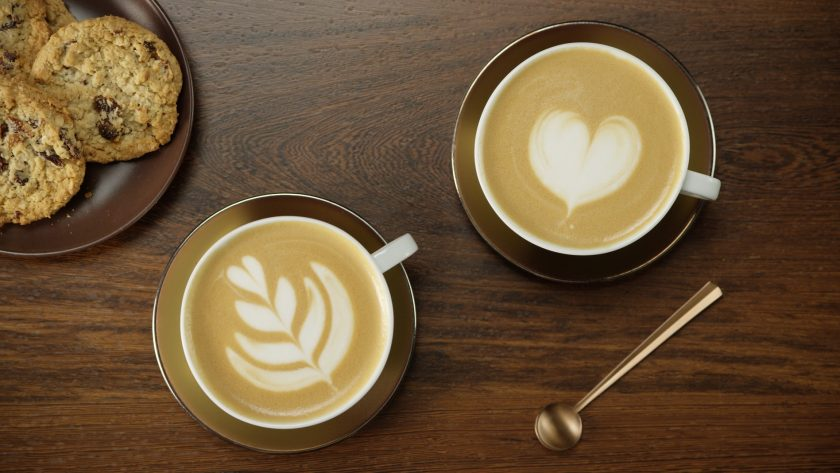 tazas de café con arte en latte