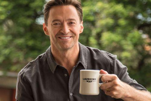 Hugh Jackman tomando café
