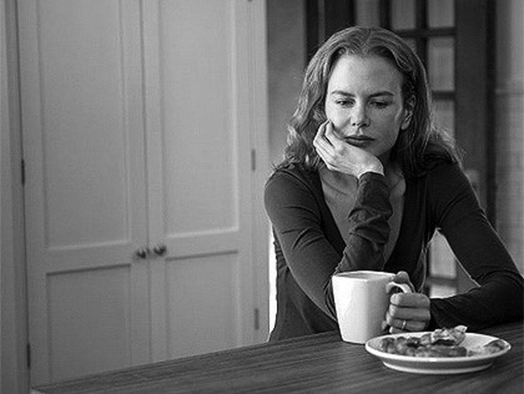 Nicole Kidman tomando café